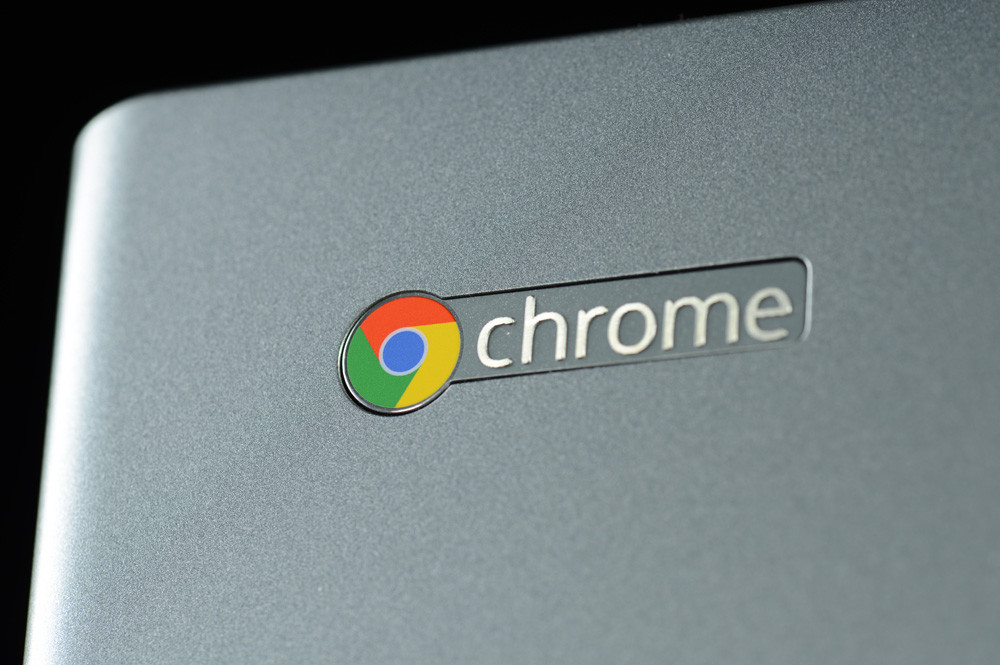 acer-c7-chromebook-review-lid-chrome-logo-macro-1000x665